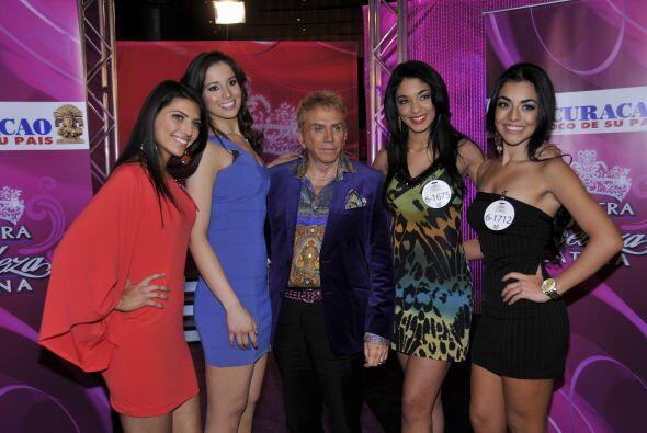 De numerosas chicas que audicionaron en Phoenix, cuatro bellas clasifica...