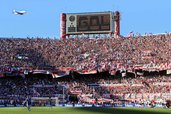 Imagen parcial del estadio Monumental de River Plate, escenario una vez...