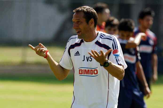 John vant Schip: El holandés llegó respaldado por Johan Cruyff en Chivas...