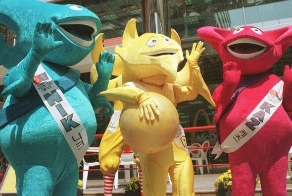 En Corea-Japón 2002 tuvimos la oportunidad de ver a 3 mascotas. Más vide...