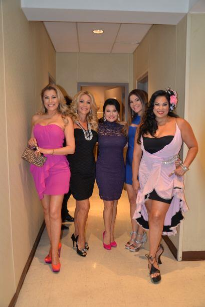 ¡Primero las mujeres! ¡Una foto, Luisa, Patty, Karolina, Vielka y Lilian...