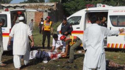 El atacante disparó dentro de una mezquita y luego detonó una carga expl...