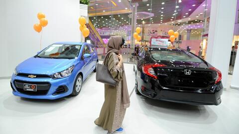 arabia saudita abre su primer agencia de carros solo para mujeres