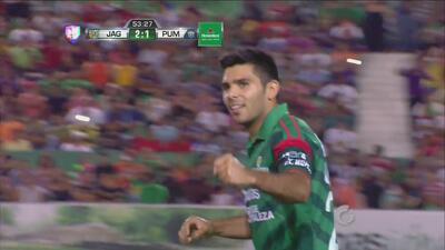 Silvio Romero anota el penalti y anotándolo a lo 'Panenka' ante Pumas