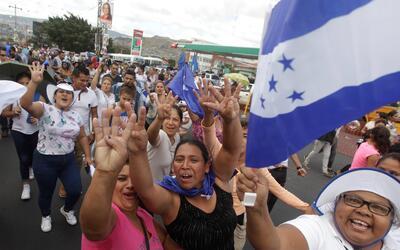 Manifestación a favor de Juan Orlando Hernández en Tegucig...