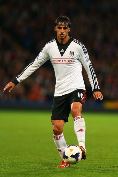 Desde el 2011 juega con el Fulham de la Liga Premier siendo uno de los h...