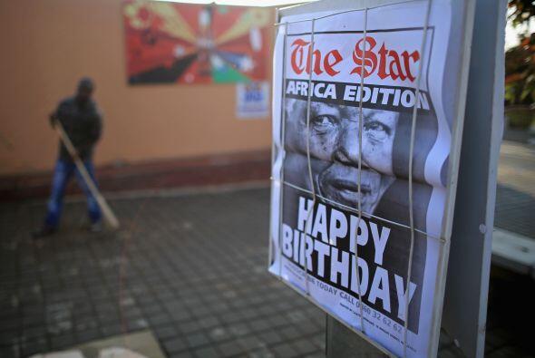Las autoridades y la familia de Madiba -como se conoce al héroe s...