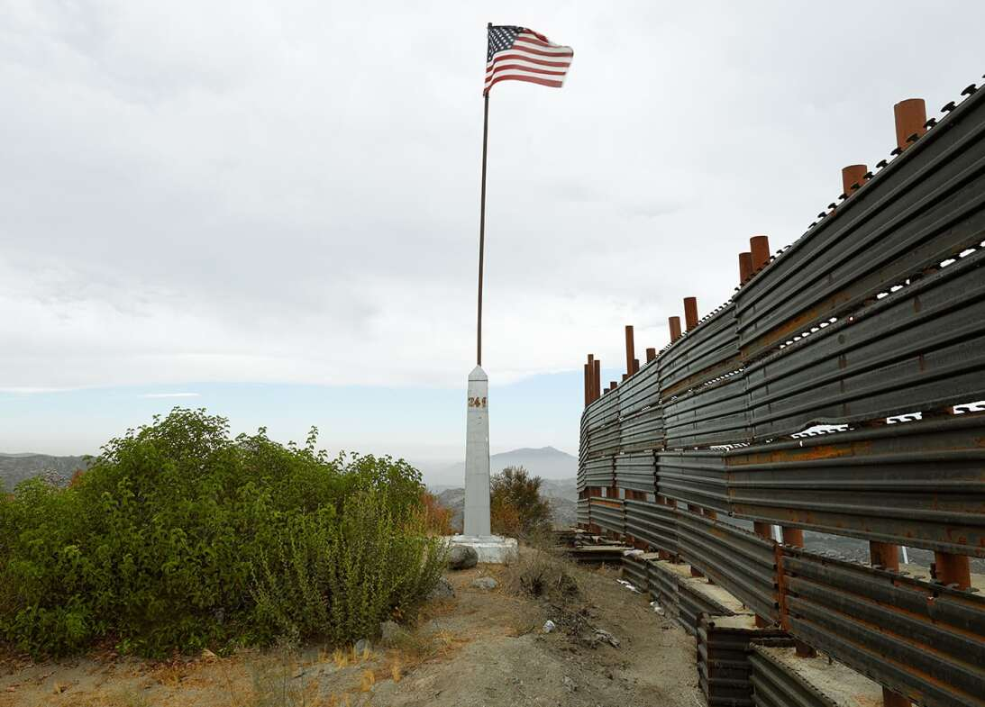 Border 9
