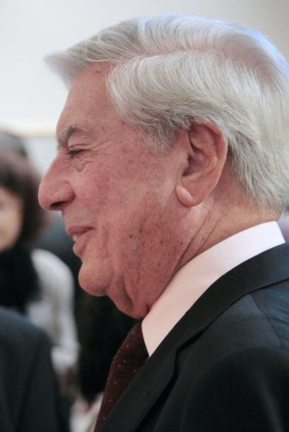 Vargas Llosa -novelista, pero también poeta, ensayista, periodista y col...