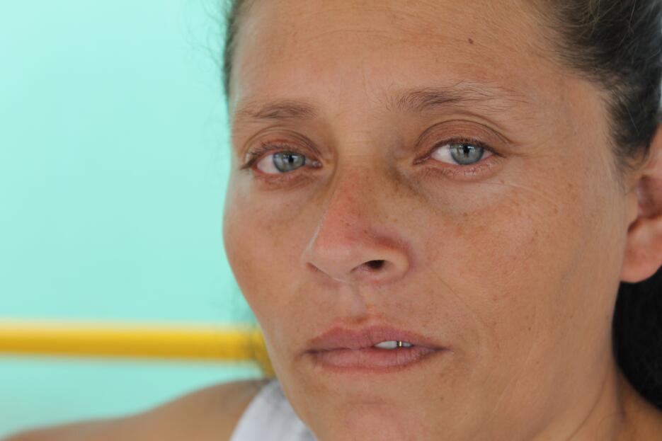 Mirna tuvo que dejar su trabajo de cosechadora de café, que hacía con su...