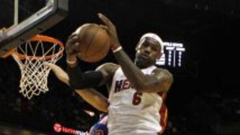 Lebron James encendió el calor en Miami al debutar con el Heat con brill...