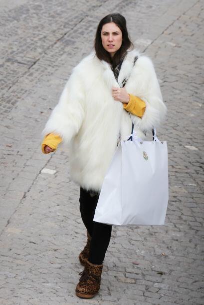 Tatiana Santo Domingo mezcló el abrigo de Naomi con el 'total whi...