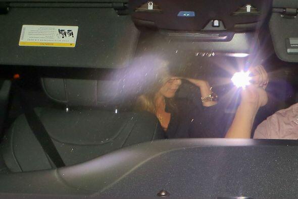 El conductor quiso evadir a los paparazzi.Mira aquí los videos más chism...