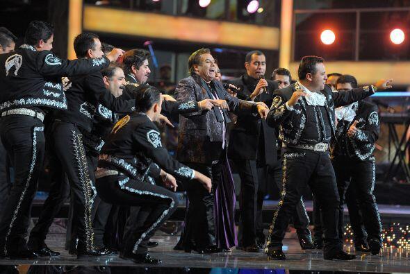 A ritmo de mariachi, la noche del Latin GRAMMY se puso bien mexicana con...