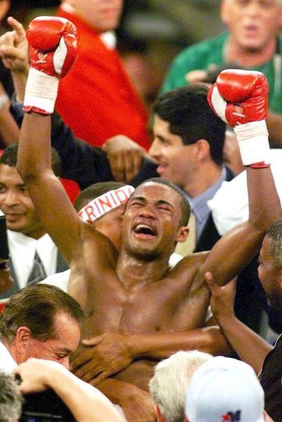 """Felix 'Tito' Trinidad le quitó lo invicto a """"scar De la Hoya, el boricua..."""