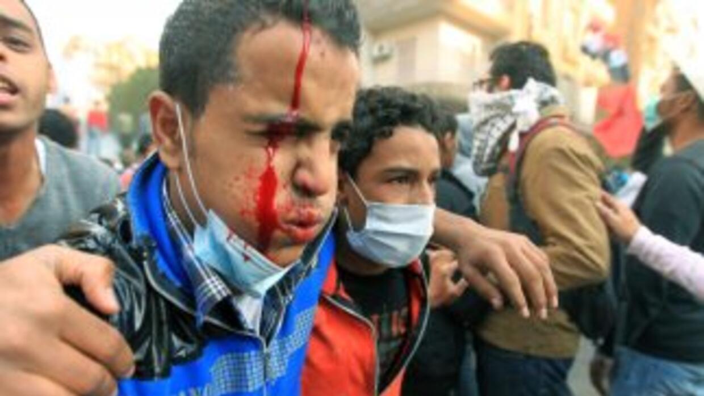 Las nuevas protestas entre civiles y la policía dejaron más de 20 muerto...