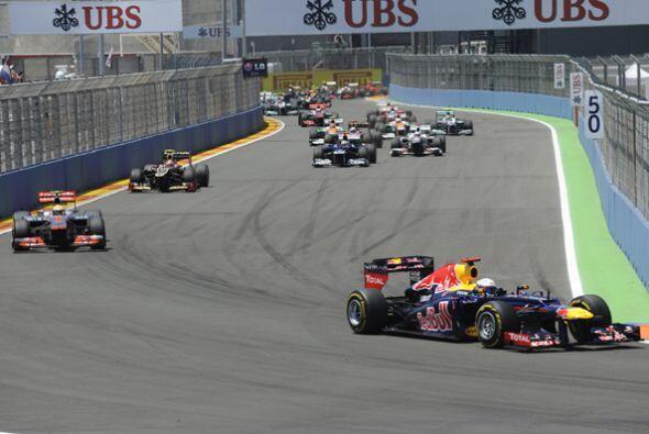 El GP de Europa comenzó con el alemán Sebastian Vettel en la primera pos...