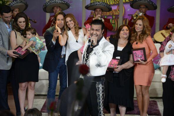 Pablo Montero le cantó a las mamitas