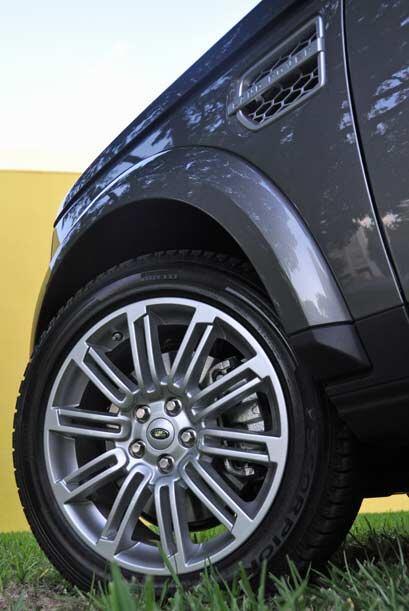 La LR4 comparte gran parte de sus elementos con la Range Rover.