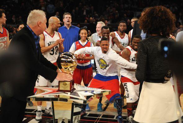 Nick Cannon y  Kevin Hart esperan ansiosos el anuncio del MVP del juego.