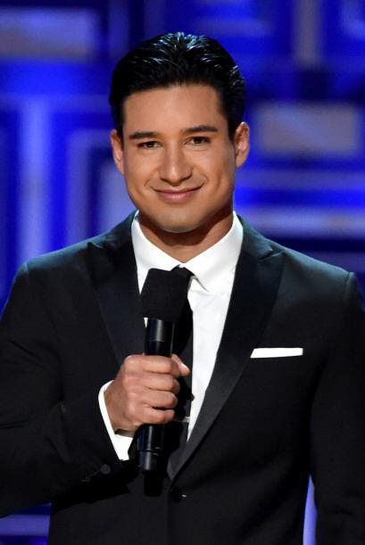 Guapísimo el actor Mario López, quien fue el acompañante de la actriz.