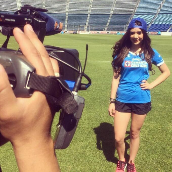 Michelle Pérez, una fanática muy sexy del Cruz Azul 16473439_98448111169...