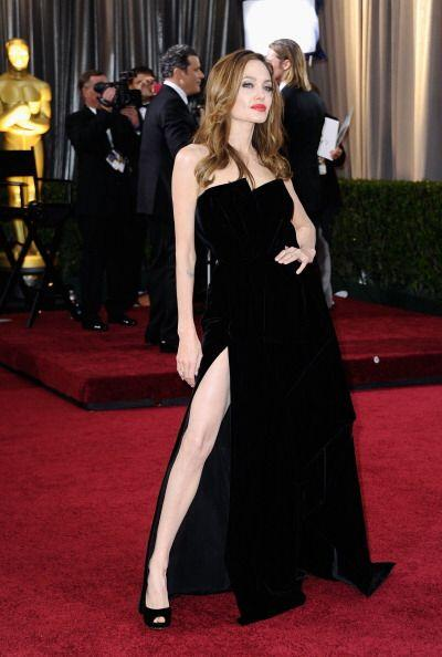 Angelina no sólo tiene los labios carnosos ¡sino también las piernas! Es...