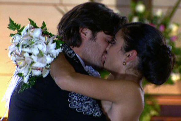 Y se casaba con Rosario, su salvadora.
