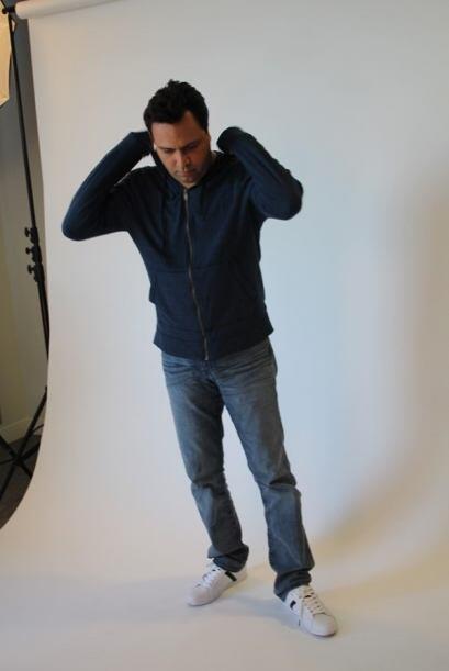 Omar preparando sus poses.