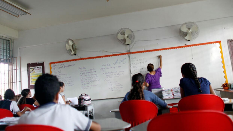 Esta es una de las escuelas que reabrió sus puertas tras el huracán en S...