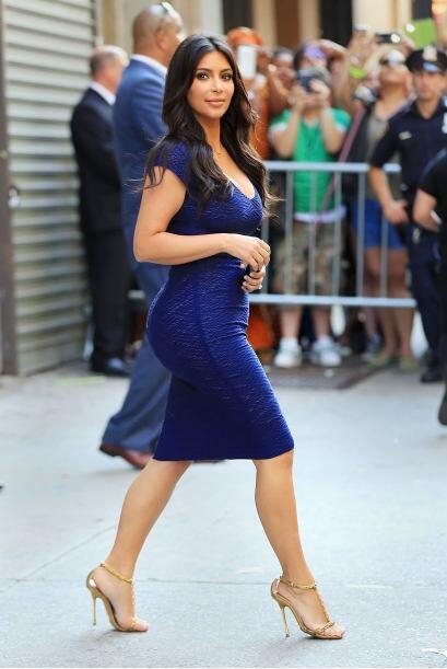 OMG! Kim Kardashian nos dejó con la boca abierta.Mira aquí los videos má...