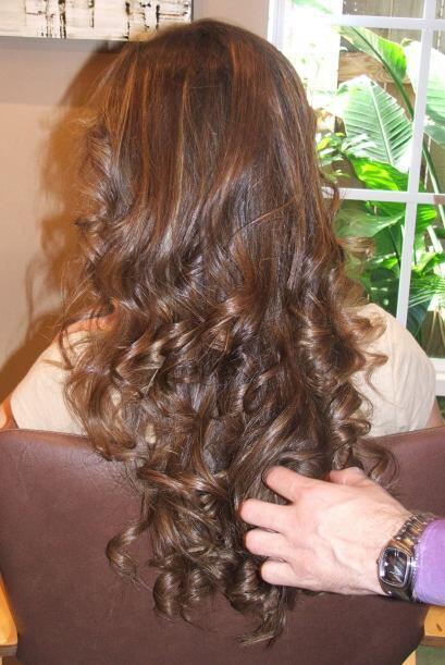 También está muy de moda llevar las puntas más claras que las raíces y a...