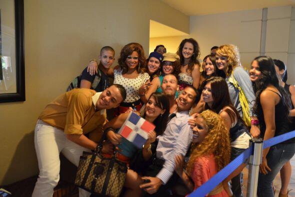 Al ver la cámara de Univision.com todos pedían foto.
