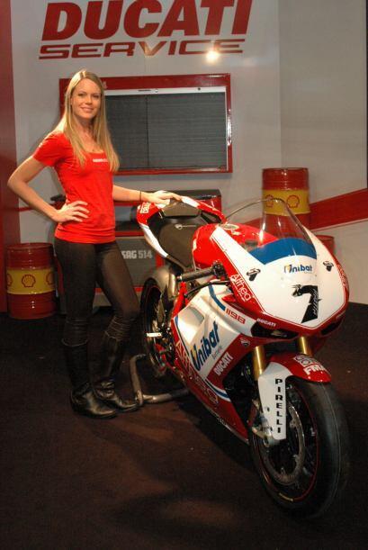 La marca italiana llevó una réplica de la Superbike 1198 SP 2011 que es...