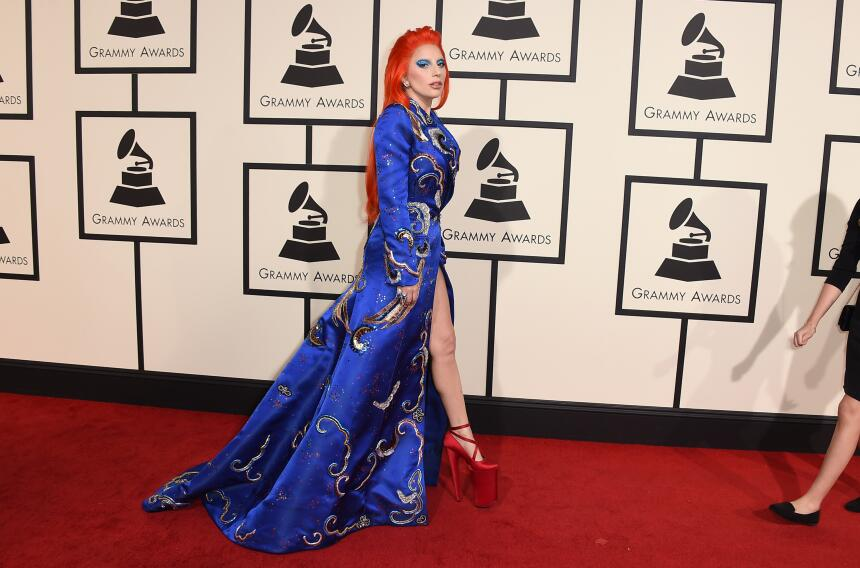 Lady Gaga llega a la 58a entrega anual de los Grammy en el Staples Cente...