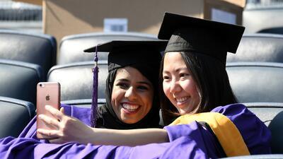 El gobierno advierte a estudiantes extranjeros que deben salir del país una vez se venzan sus visas
