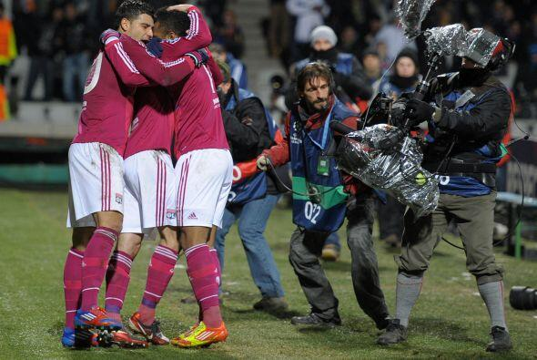 El triunfo fue muy festejado por los jugadores del Lyon.