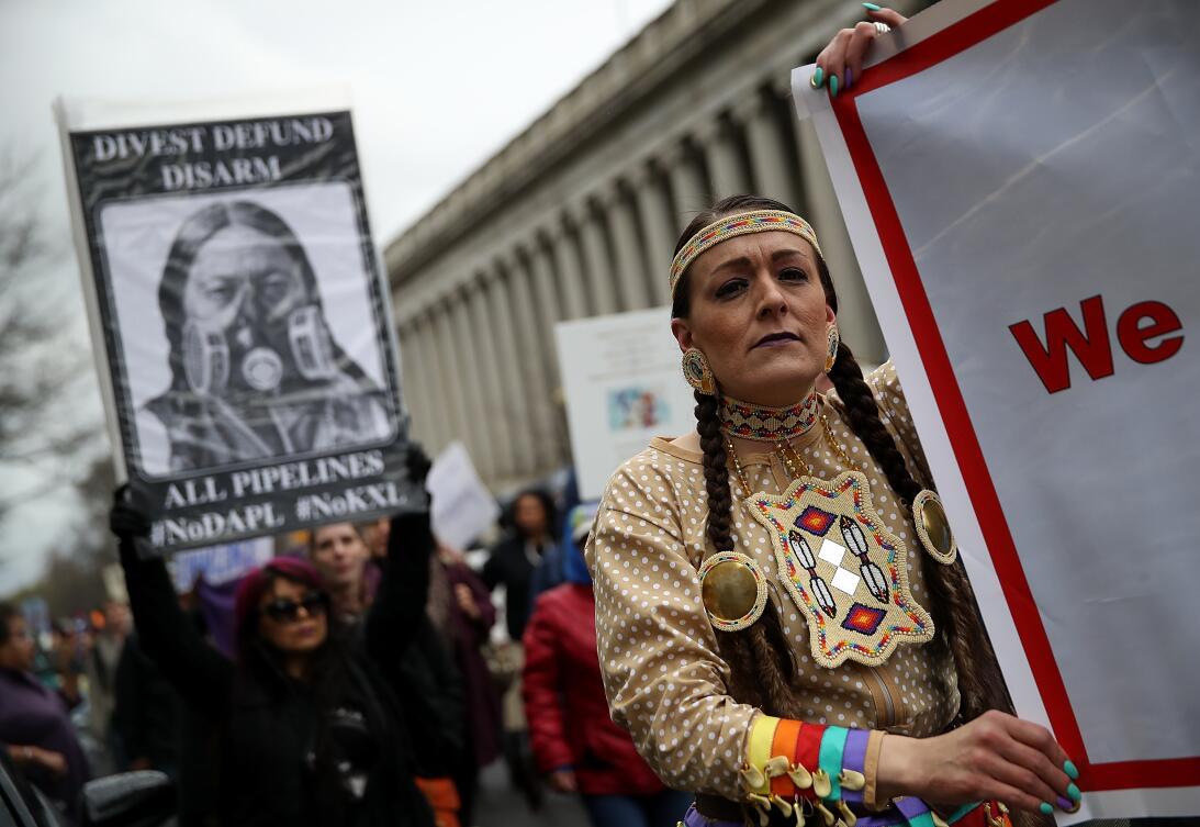 Cientos de manifestantes marcharon en Washington DC contra el oleoducto...