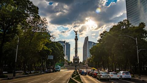 El Paseo de la Reforma y el Ángel de la Independencia, ambos &iac...