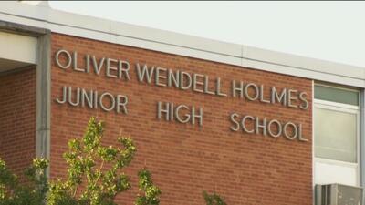 Padres de familia hispanos del sur de Dallas se unen para exigir mayor seguridad en las escuelas