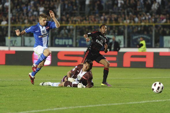 La excelente definición de Robinho y el festejo del Milan.