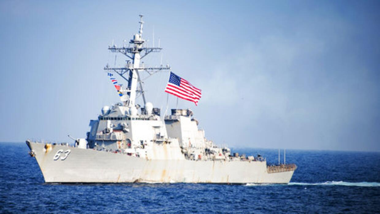 El destructor de la Armada estadounidense 'USS Stethem' navega p...