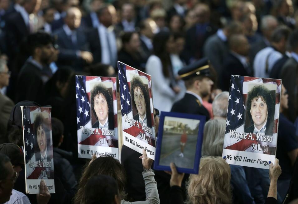 Cientos de personas fueron este lunes a la Zona Cero de Nueva York para...