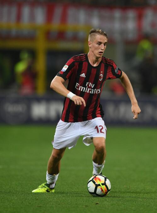 17. Andrea Conti (A.C. Milan) - 3 millones de euros