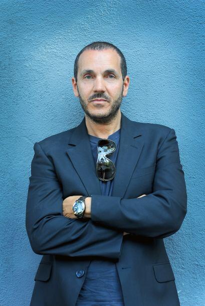 Este señor se llama Ivan Bitton, y es un estilista de Hollywood quien as...
