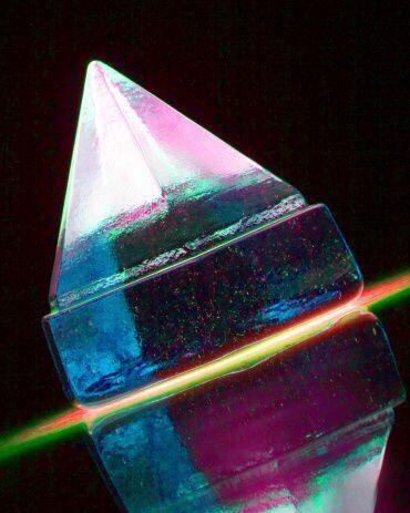 Hay quienes se cuelgan pequeñas réplicas de pirámides de cuarzo, jade, p...