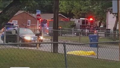 Investigan la muerte de hombre en un supuesto intercambio de disparos con agentes de ICE