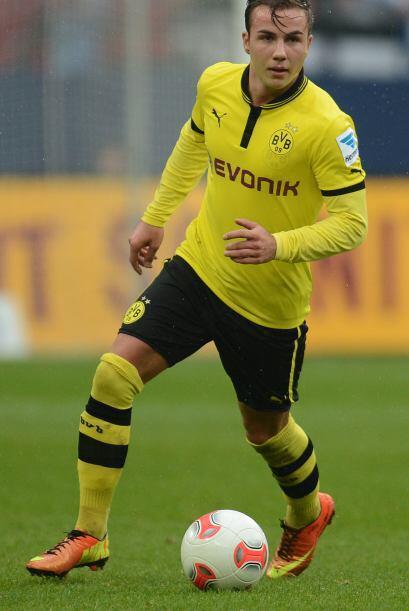 Y regresando al balompié alemán, aparece el joven sensación Mario Götze.