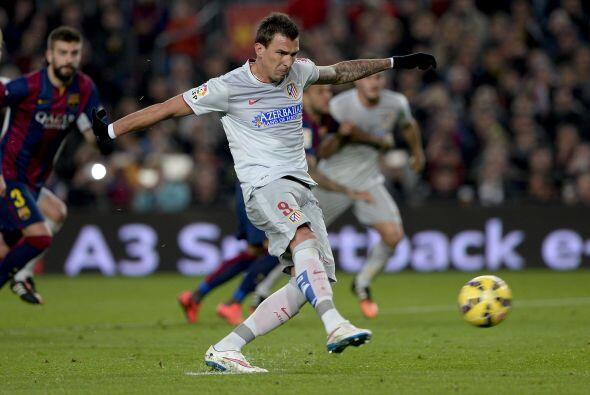 El encargado de cobrar el penalti fue el delantero croata Mario Mandzuki...