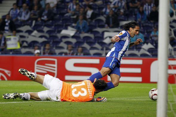 Pero al minuto 49 una jugada de peligro por parte del colombiano Radamel...